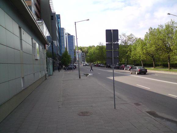 A.Goštauto gatvėje ištuštėjusios mašinų stovėjimo aikštelės.