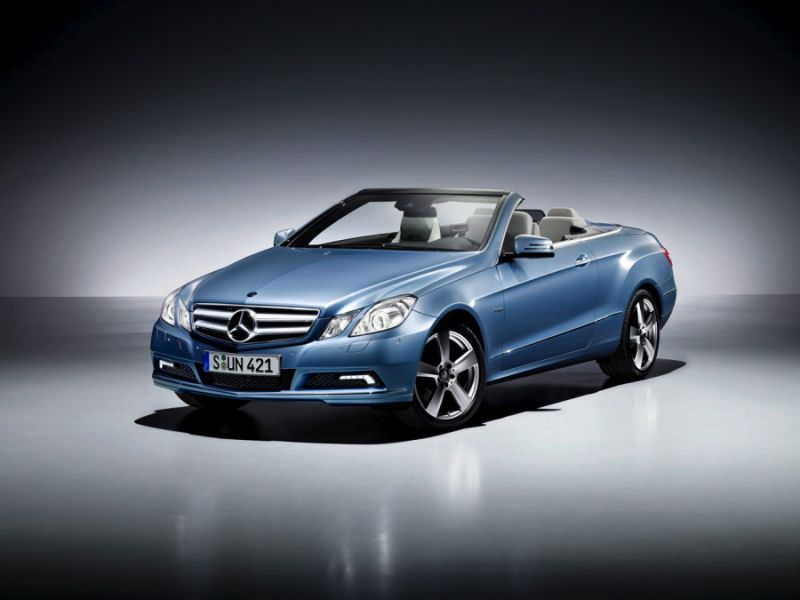 """Naujasis """"Mercedes-Benz E"""" kabrioletas – visiems metų laikams"""