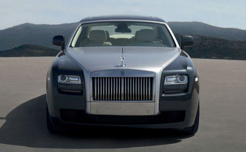 """""""Rolls-Royce Ghost"""" – prabangos, galios ir technologijų derinys"""