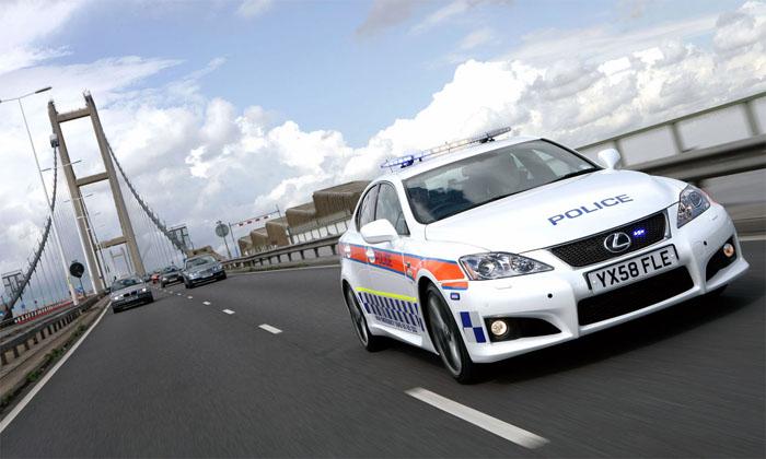 """Britų policininkai ginkluojasi """"Lexus"""""""