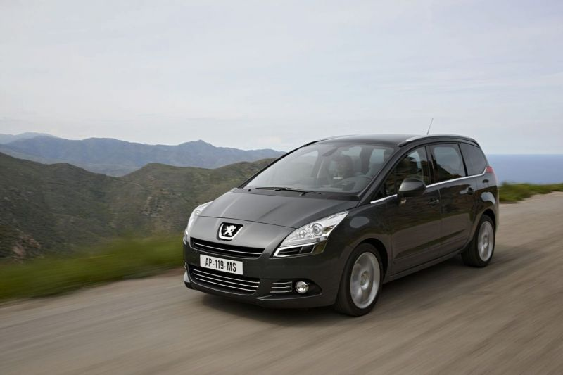 """Naujasis """"Peugeot 5008"""" – septynvietis šeimos draugas"""