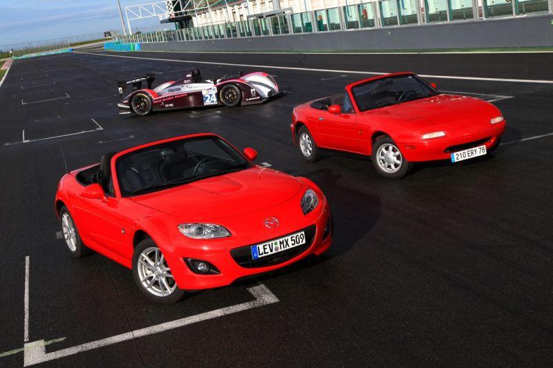 """""""Mazda MX-5"""" švenčia 20 metų jubiliejų"""