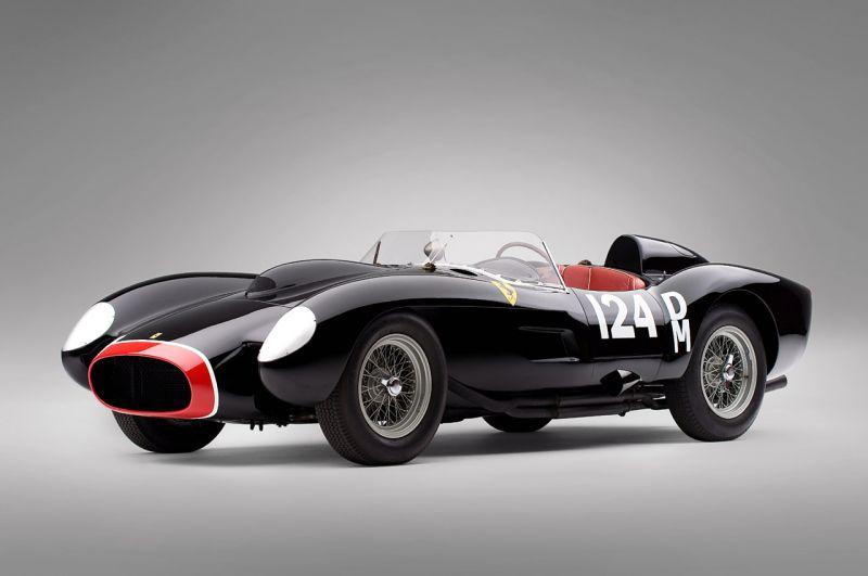 "Legendinis ""Ferrari 250 Testa Rossa"" parduotas už rekordinę kainą"