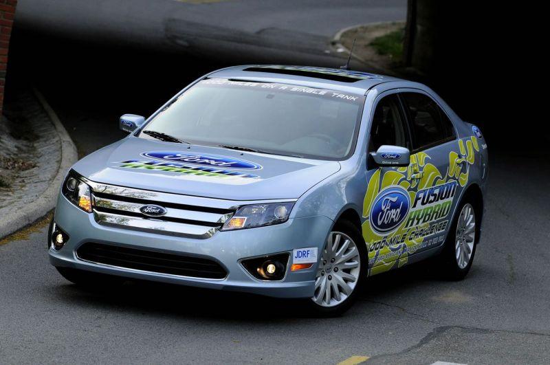 """""""Ford Fusion Hybrid"""" vienu baku įveikė 2313 km"""