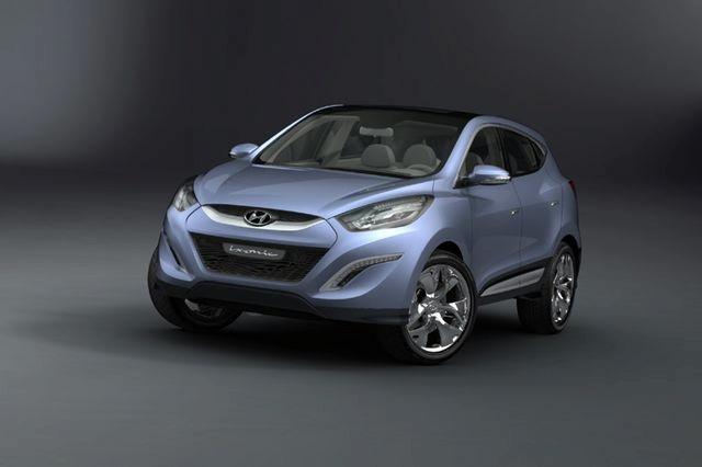 """""""Hyundai ix-onic"""" koncepcija virs serijiniu """"Hyundai iX35"""""""