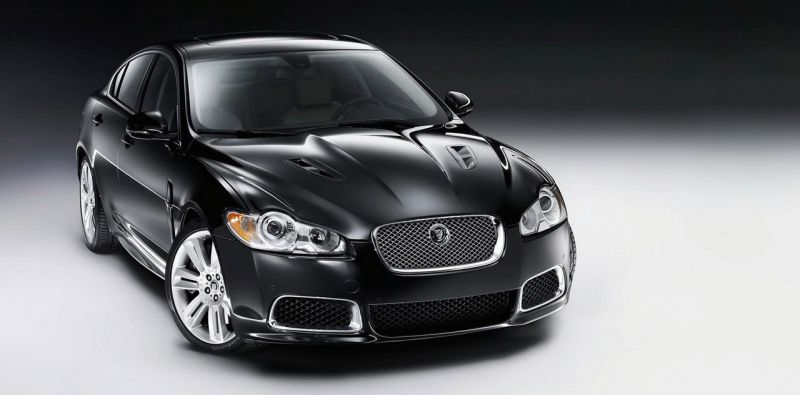 "Atnaujinto ""Jaguar XFR"" šuolis Detroite"