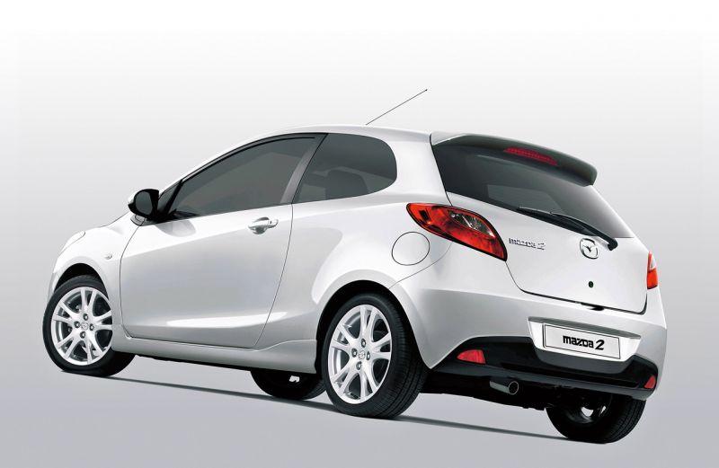 """Nauja trejų durų """"Mazda 2"""" debiutuos Ženevoje"""