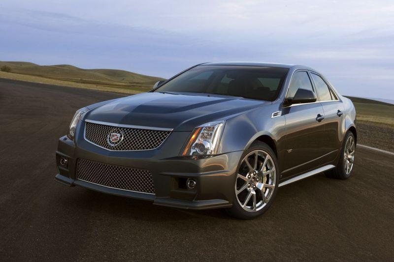 """Naujasis """"Cadillac CTS-V"""" – 550 arklio galių po variklio dangčiu"""