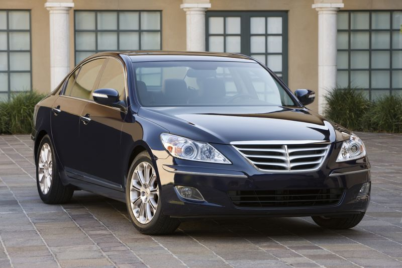 """""""Hyundai"""" gamins naują sedaną """"Genesis"""""""