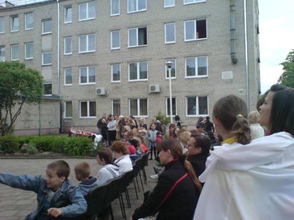 J.Andriejauskaitės nuotr./Vaikai mielai klausėsi Klaipėdos choro dainų.