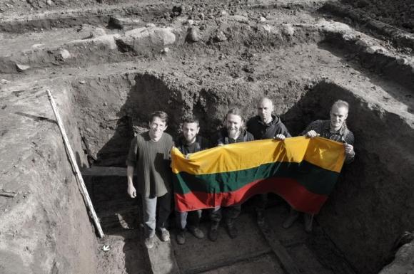 Mėnaičiuose atkastas partizanų bunkeris