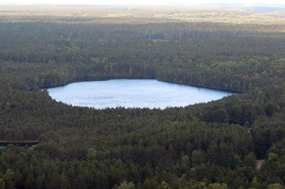 Ežeras miško viduryje