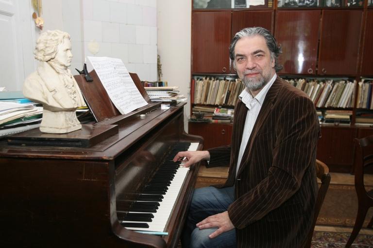 """P.Geniušas teigė, kad jam smagu gaivinti miesto erdves klasikine muzika ir vylėsi, kad renginyje """"Tebūnie naktis"""" gros dar ne vienerius metus."""