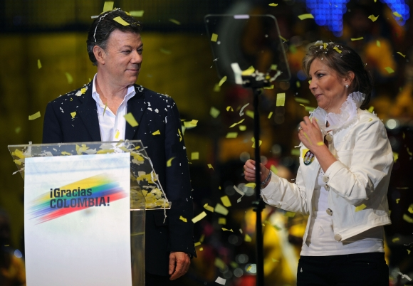 Naujuoju Kolumbijos prezidentu išrinktas Juanas Manuelis Santosas su žmona Maria Clemencia Rodriguez
