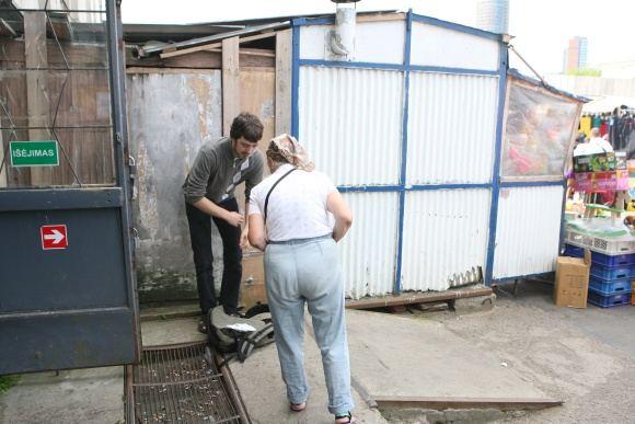 Juliaus Kalinsko/15 minučių nuotr./15min žurnalistas įsigyti vaistų turguje siūlė nesislėpdamas.