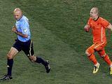 Reuters/Scanpix nuotr./A.Robbenas buvo nepatenkintas teisėjavimu