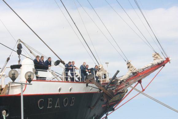 J.Andriejauskaitės/15min.lt nuotr./Mokomojo laivo kursantai.