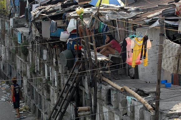 Scanpix nuotr./Gyvenimas Manilos kapinėse