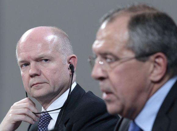Williamas Hague'as (kairėje) ir Sergejus Lavrovas