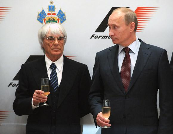 B.Ecclestone'as ir V.Putinas pasirašė sutartį dėl F1 lenktynių Rusijoje