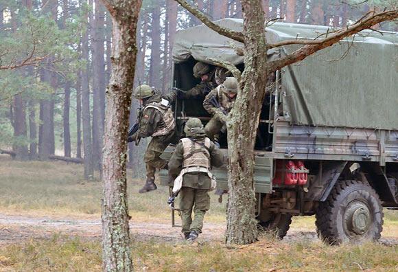 Šiose pratybose dalyvauja Lietuvos, Latvijos, Estijos ir Jungtinių Amerikos Valstijų kariai.