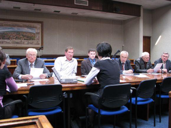 Antradienį senąją Klaipėdos savivaldybės tarybos sudėtį pakeisiantys poltikai kadenciją pradės viršplaniniu biudžetu.