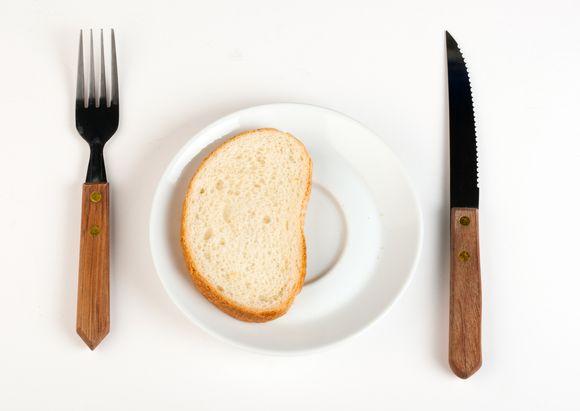 7 proc. namų ūkių su vaikais iki 16 metų negali savo vaikams bent kartą per dieną duoti valgyti mėsos, žuvies ar lygiaverčio vegetariško maisto.