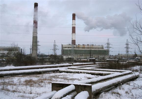 """2003 m. tuometinė Kauno valdžia KTE pardavė Rusijos koncernui """"Gazprom"""" ir sutartimi įsipareigojo iš elektrinės 15 metų pirkti ne mažiau kaip 80 proc. miestui reikalingos šilumos."""