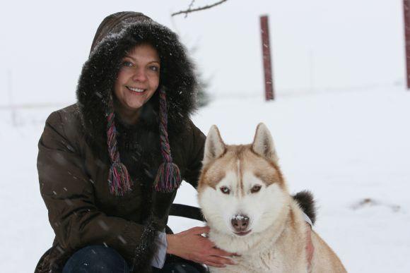 """""""Sibiro haskiai buvo išveisti tempti vidutinio svorio krovinius ilgas distancijas. Tai be galo stiprūs, energingi bei ištvermingi ir nepavargstantys šunys, tinkantys kinkinių sportui"""", – pasakojo septynis Sibiro haskius auginanti Ingrida Bieliauskaitė."""