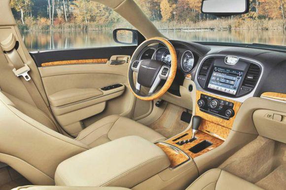 """Naujos kartos """"Chrysler 300C"""" interjeras"""