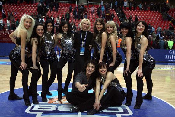 Asm. albumo nuotr./Bronė Švitrienė su šokėjomis Pasaulio čempionate Turkijoje
