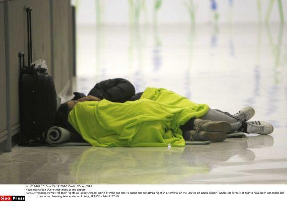 Paryžiaus oro uostuose Kalėdoms įstrigo šimtai keleivių
