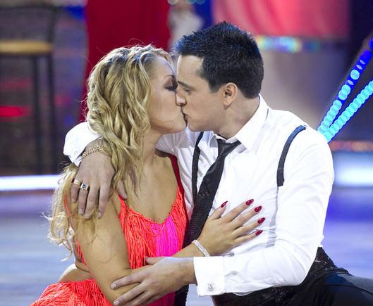 V. Ovadnevo nuotr./Radžis ir Ana bučiuojasi