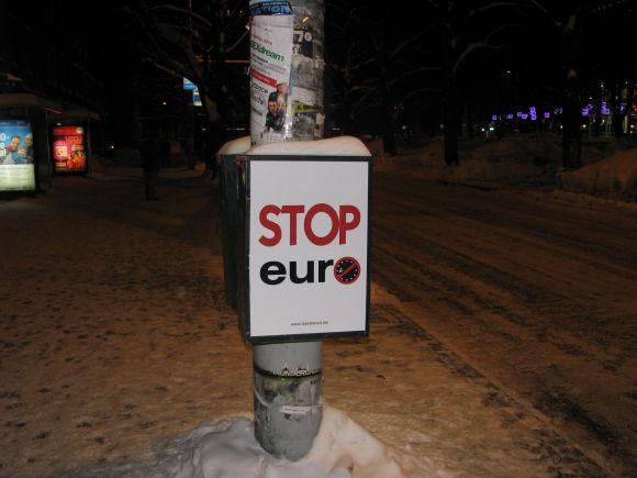 Euro priešininkų plakatai Talino gatvėse