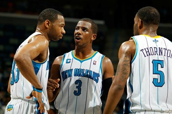 """Ch.Paulas (centre) džiaugėsi """"Hornets"""" gynyba."""
