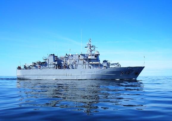"""Vienerių metų tarnybą Baltijos šalių karinių jūrų pajėgų  laivų eskadroje pradeda ir Lietuvos karinių jūrų pajėgų vadovavimo ir aprūpinimo laivas """"Jotvingis""""."""