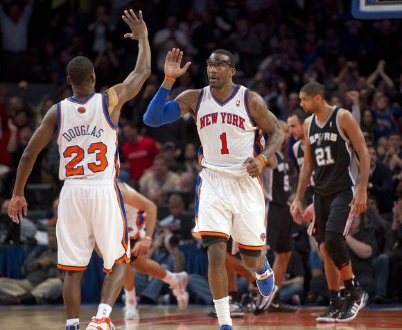"""""""Knicks"""" džiaugiasi pergale prieš """"Spurs""""."""