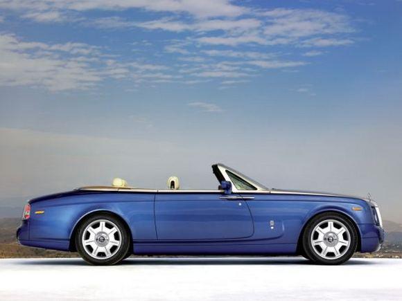 Gamintojo nuotr./Rolls Royce Phantom Drophead Coupe