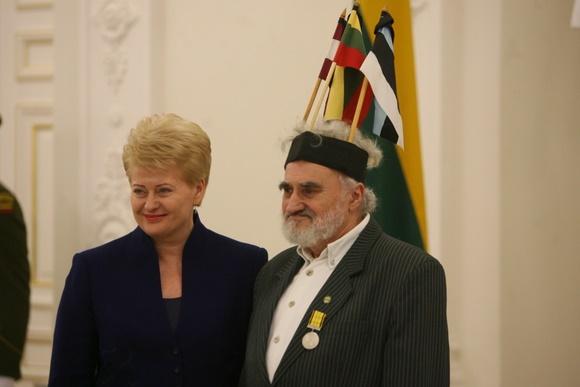 Lietuvos Respublikos Prezidentė apdovanoja Leoną Kerosierių