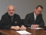 Sauliaus Chadasevičiaus/15min.lt nuotr./Algis Stabingis (dešinėje) su advokatu teisme.