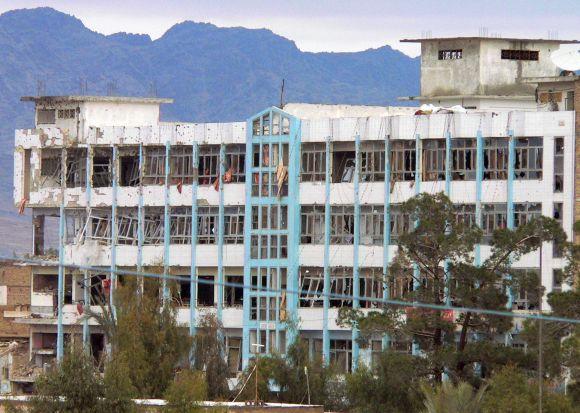 Policijos būstinė Kandahare po išpuolio atrodo taip.