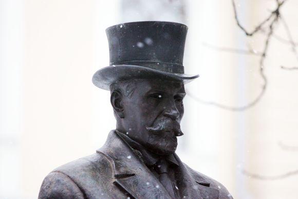 Antano Smetonos skulptūra bent iš pažiūros labiausiai lankoma Istorinės Prezidentūros sodelyje