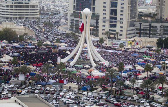Reuters/Scanpix nuotr./Protestuotojai Manamos Perlų aikatėje
