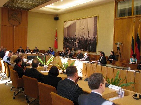 Sauliaus Chadasevičiaus/15min.lt nuotr./Teisininkų elitas diskutavo Seimo Konstitucijos salėje.