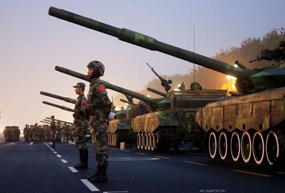 Kinijos kariai ruošiasi paradui