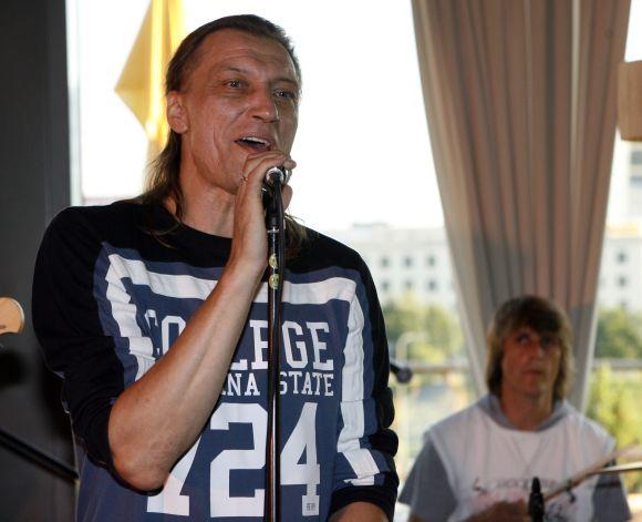 """Č.Gabalis su grupe """"Pelenai"""" pristatys naujausią savo albumą """"Ugnies ratu""""."""