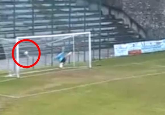 Prabėgus vos 4 sekundėms nuo mačo pradžios kamuolys suspurdo vartų tinkle.