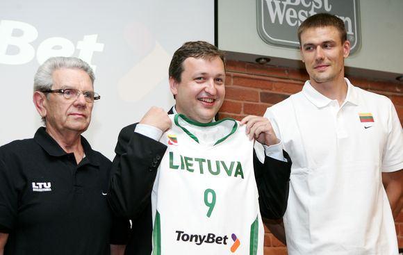 """""""Reuters""""/""""Scanpix"""" nuotr./Antanas Guoga su Vladu Garastu ir Robertu Javtoku"""