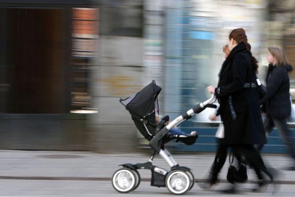 Įkyrių skambučių iš KLB sulaukiančios būsimos mamos tai vertina kaip terorizavimą.