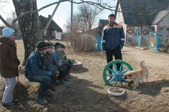 Valeikūnų kaimo gyventojai žino: arčiausiai statomos elektrinės esantis kaimas gali būti iakeltas.